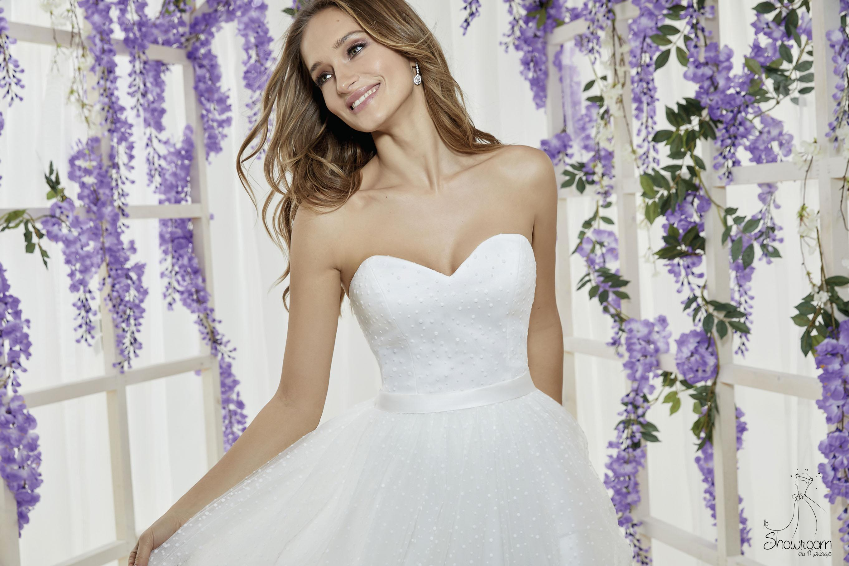 Robes de mariée 205-08 : 730€