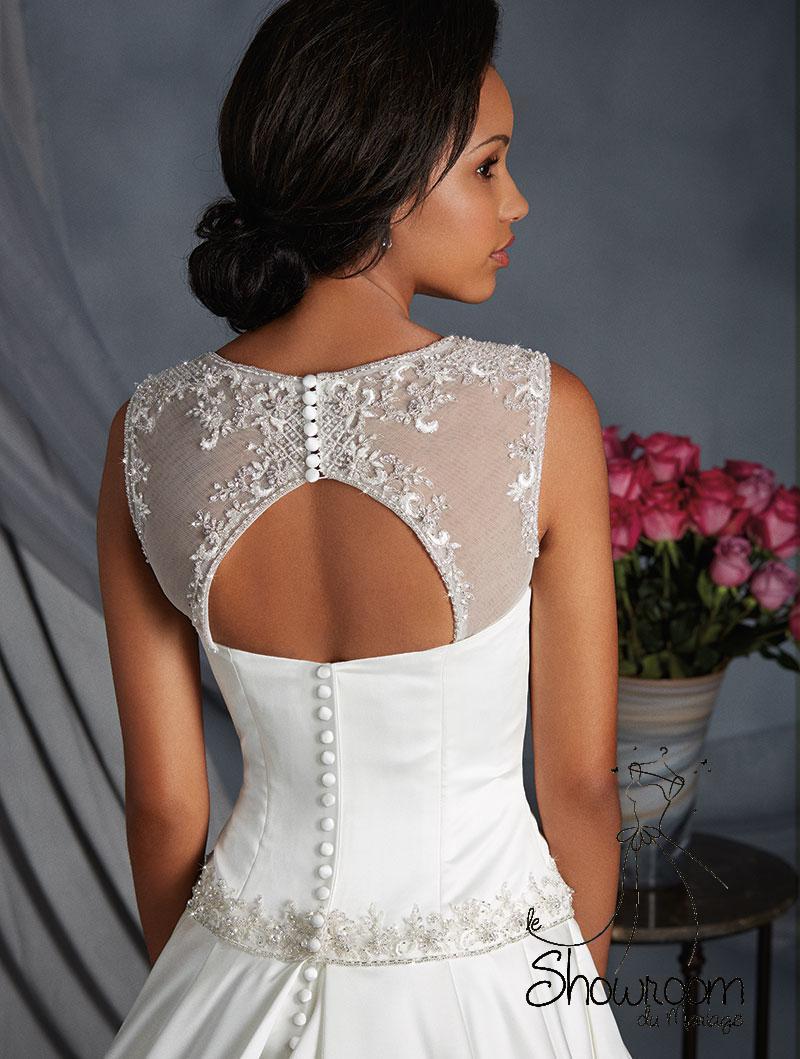 Robes de mariée 2543 en stock uniquement : 869€